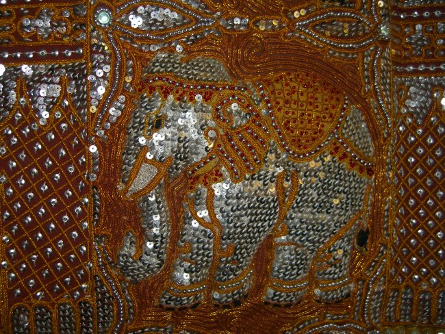 Lv10377 Five Sequins Elephants Red Silver Beads